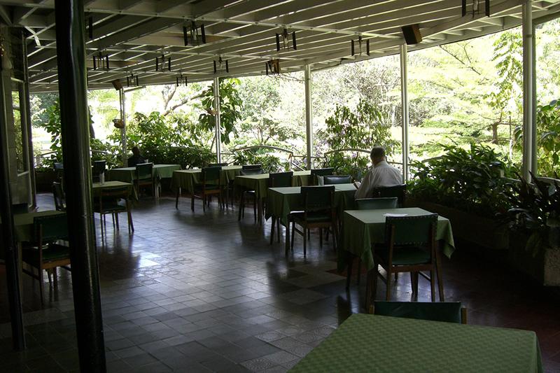 UKC_outdoor_dinning